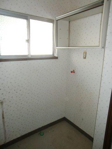 洗面室窓取替前