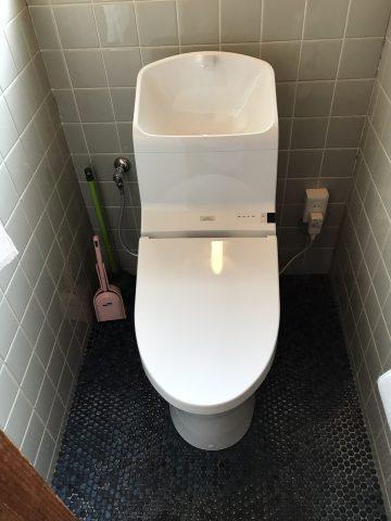 姫路市 トイレを流すと床が水浸しになる