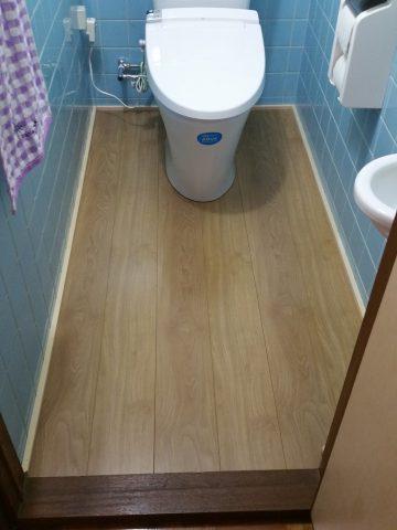 和式から洋式リフォーム トイレ床フローリング仕上げ