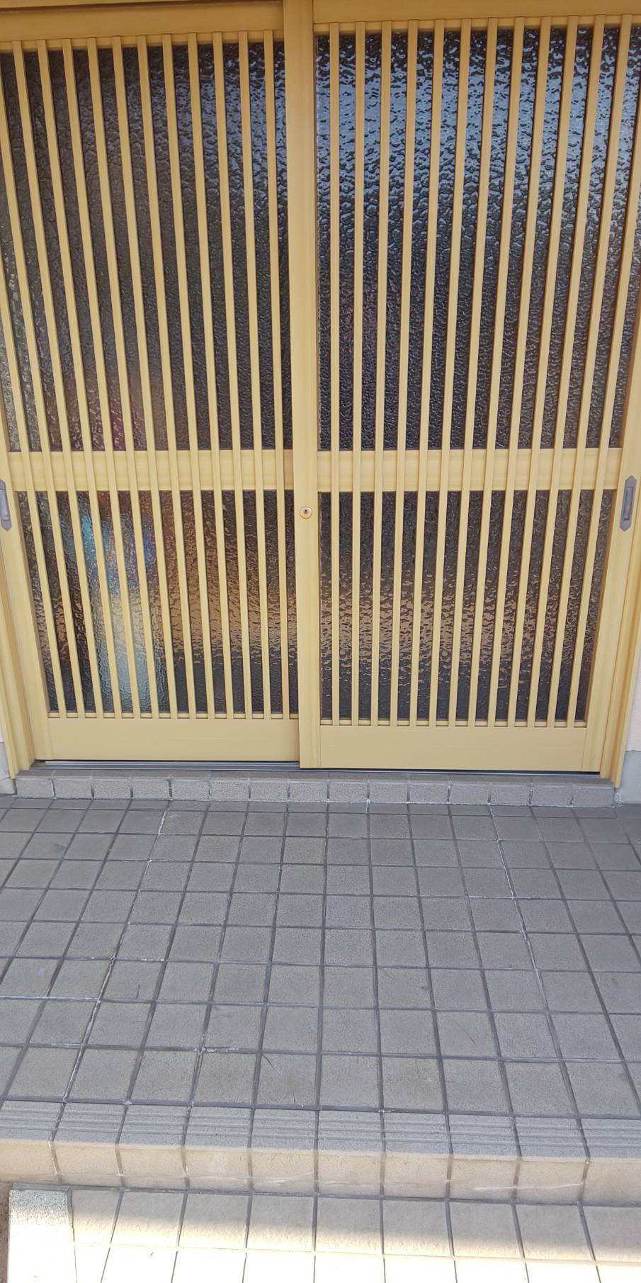 姫路市 玄関引戸の塗装