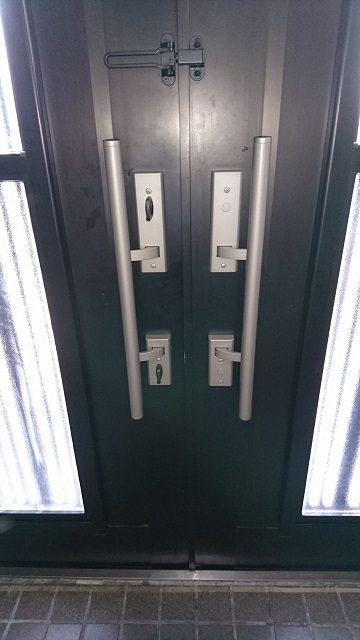 赤穂市 玄関ドアのハンドルを取替る