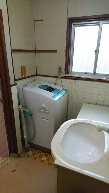 洗面台取替中①