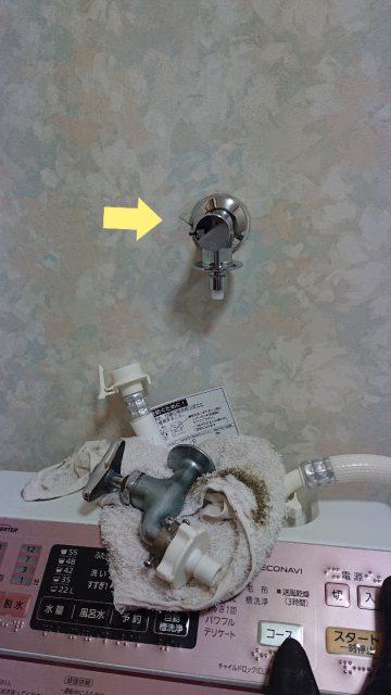 洗濯機用水栓 施工中