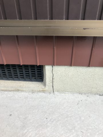 高砂市 床下の基礎のひび割れが気になる