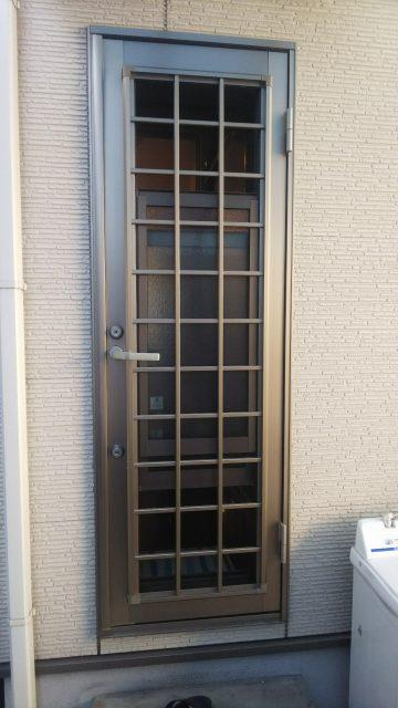 姫路市 勝手口網戸を張り替え工事