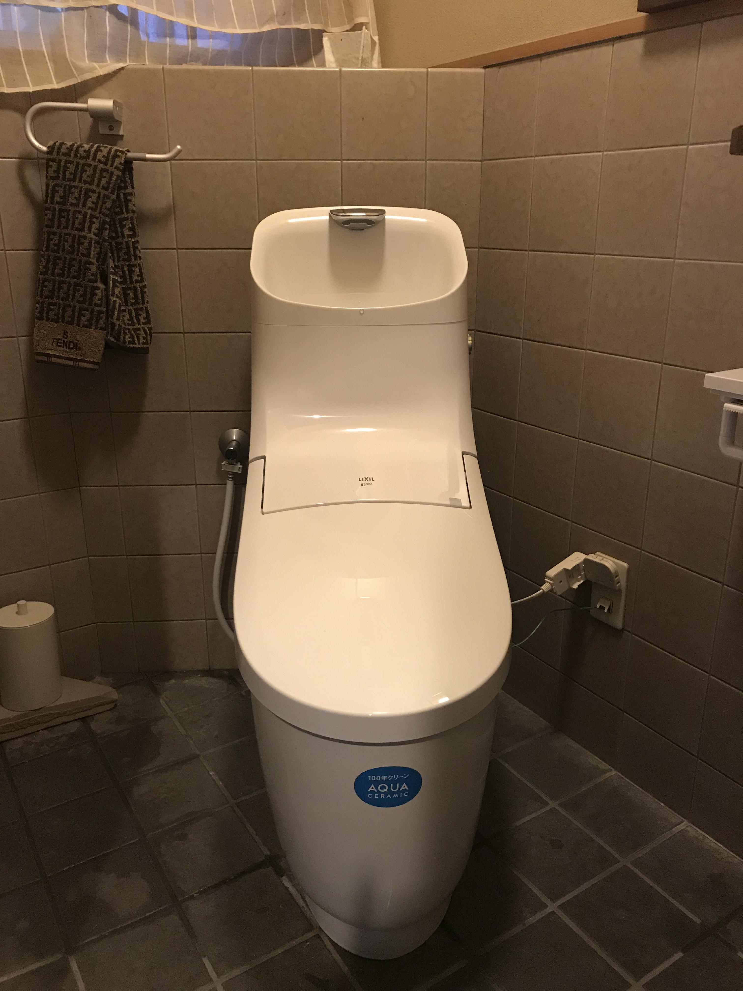 姫路市 自動開閉のトイレ