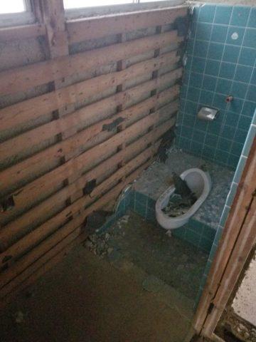 トイレ解体1