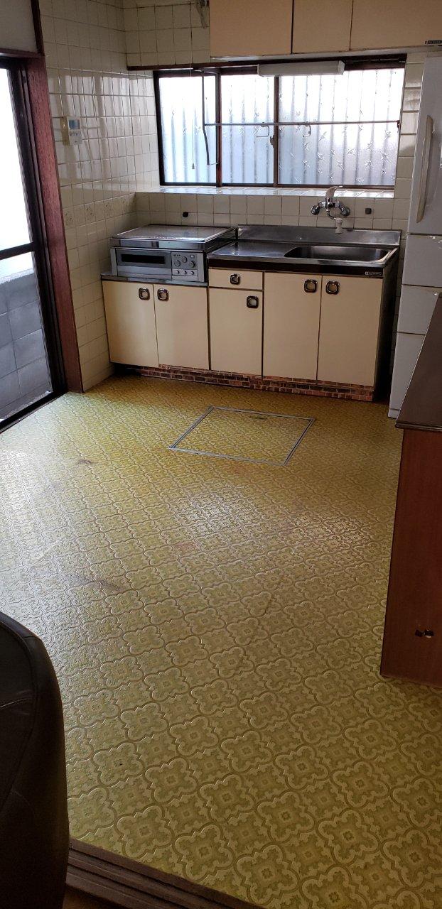 高砂市 床上貼り及びセクショナルキッチン入替え工事