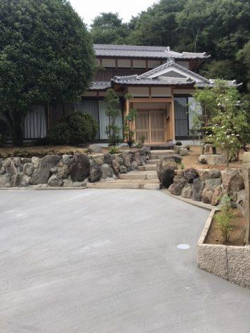 上郡町 和風の庭と駐車場