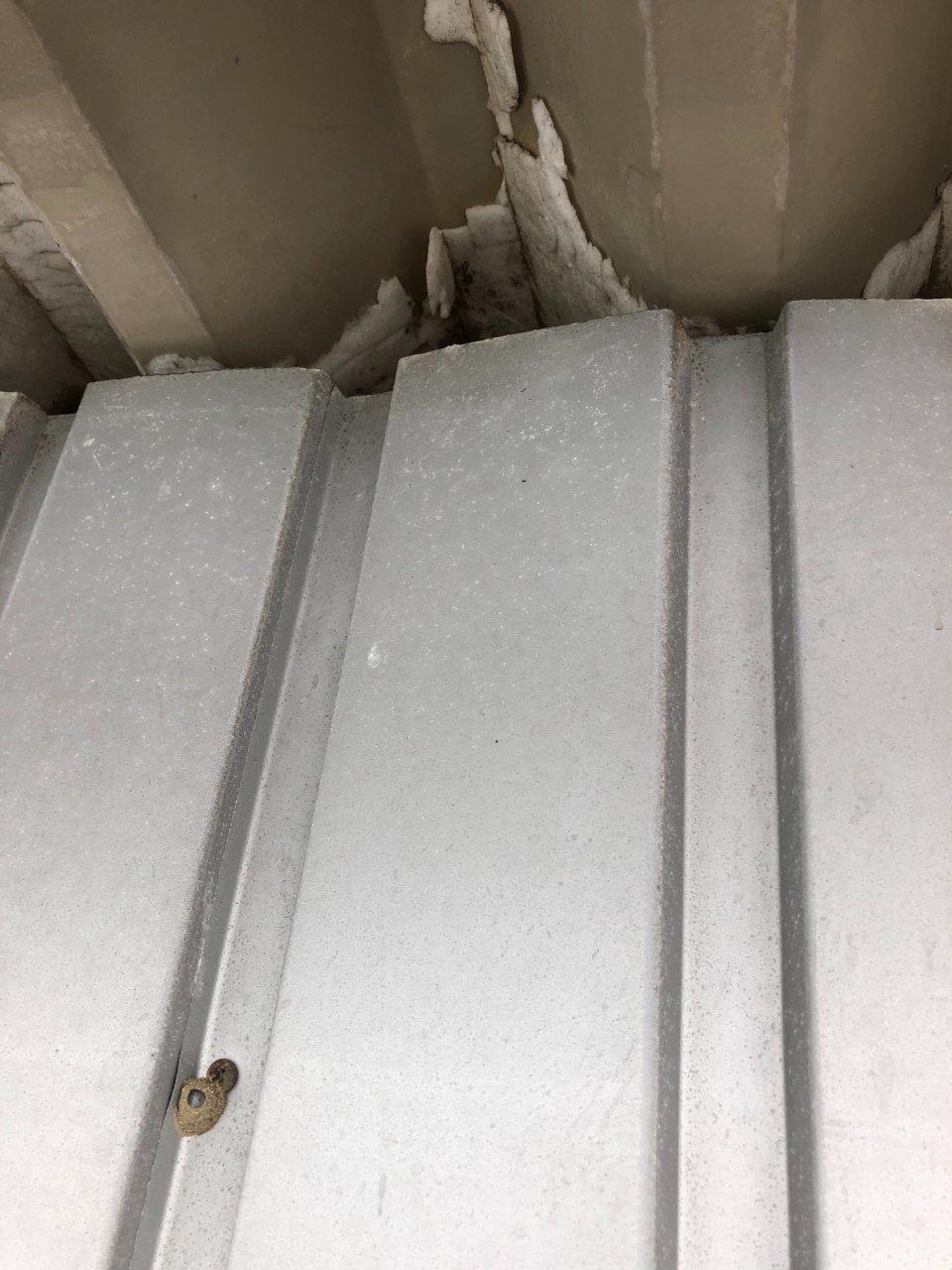 太子町 板金工事(折半屋根の三角のフタ)