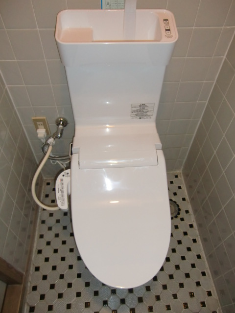 上郡町 手洗器付のタンクレストイレ