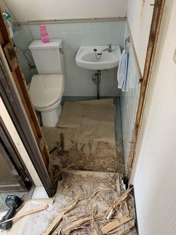 たつの市 トイレドア枠取替え
