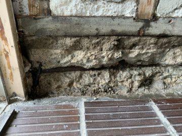玄関壁修理