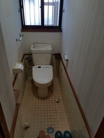 水漏れ中のトイレ