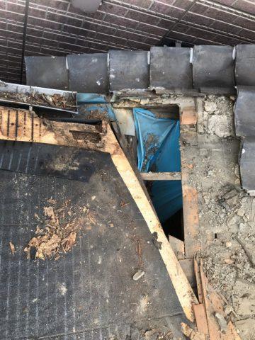 野地板に大きい穴