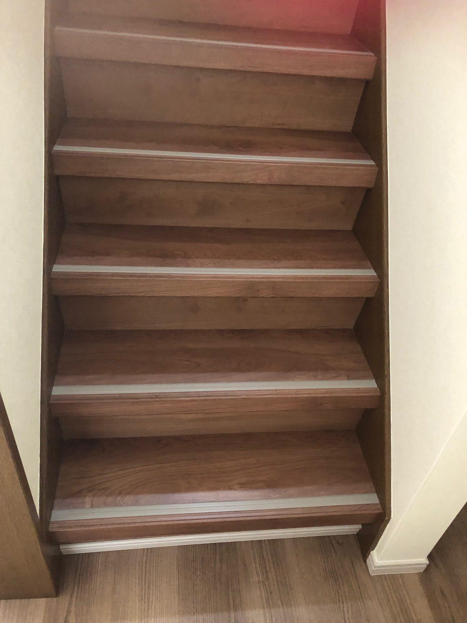姫路市 階段のシートの剥離をなおしたい
