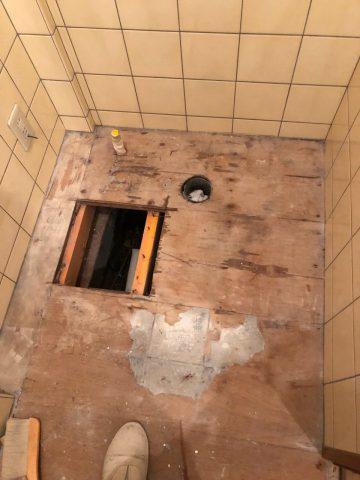 揖保郡 トイレの給水配管から水漏れ