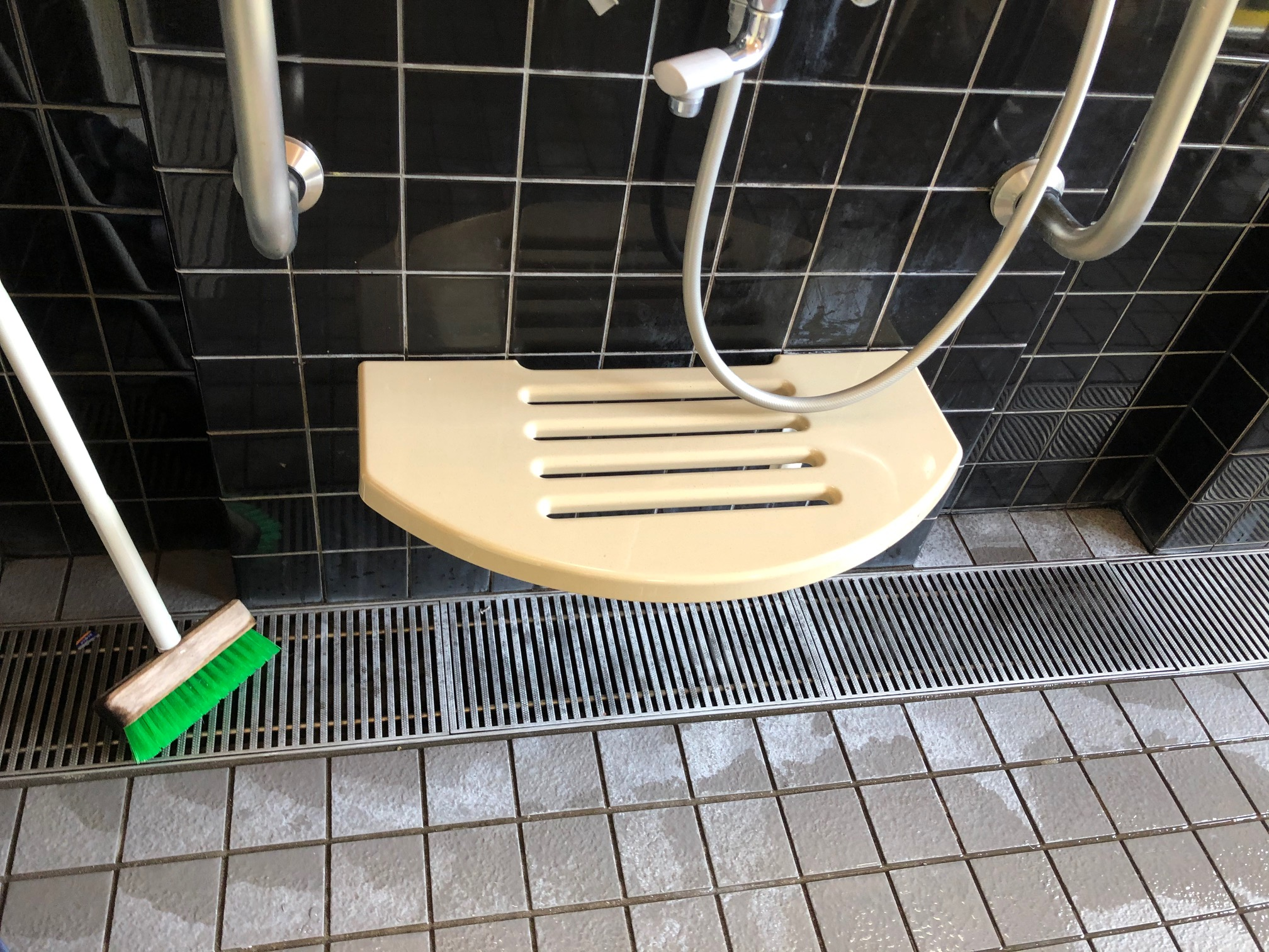 姫路市 福祉施設様の洗面置き台取替