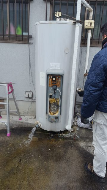 電気温水器取替