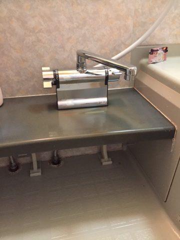 メッキ仕様のシャワー水栓
