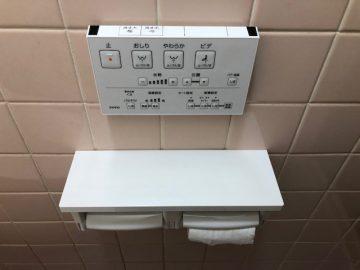 TOTOトイレの壁リモコンと紙巻き器