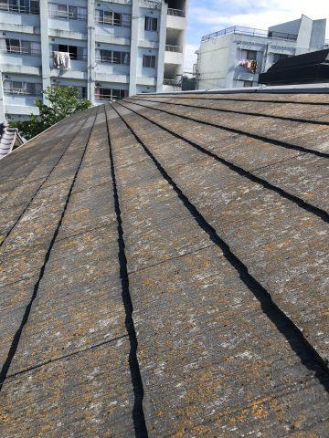 屋根の表面素材傷んでいる