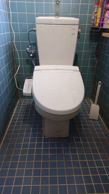 姫路市 シャワートイレの便座が壊れて交換