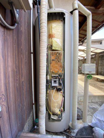 電気温水器施工中②