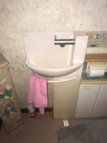 既存のトイレ内にある手洗器