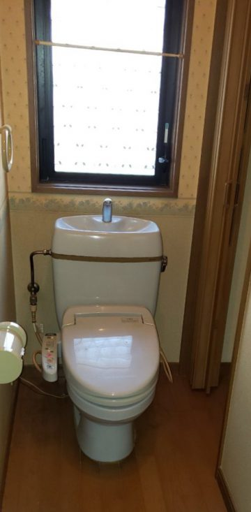 トイレ全面リフォーム施工前