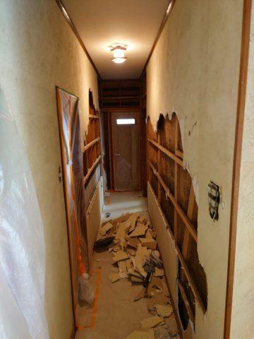 廊下解体開始