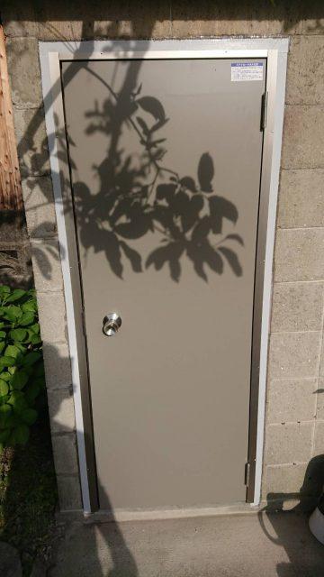 倉庫物置用ドア交換 施工事例