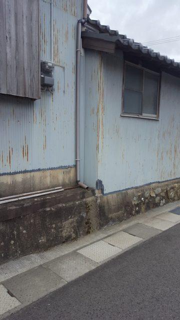 トタン壁を綺麗に塗替え施工前