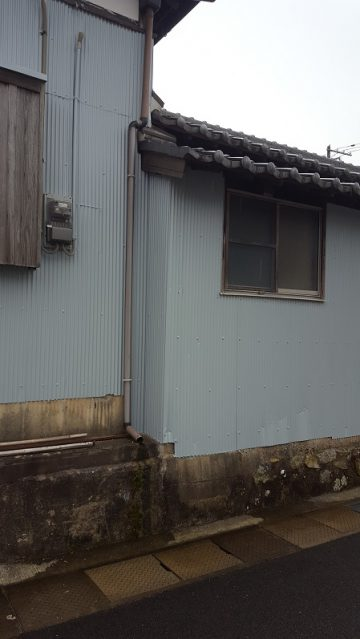 トタン壁を綺麗に塗替え施工後