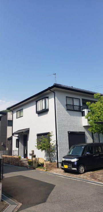 外壁塗装完工後の家
