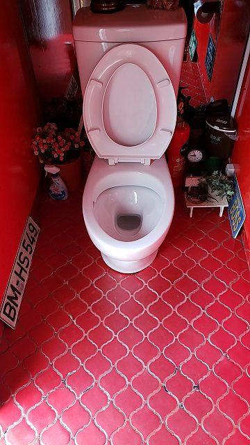 トイレ取替施工前