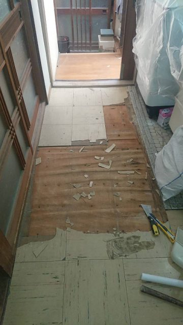 洗面所の床を丈夫に!施工中