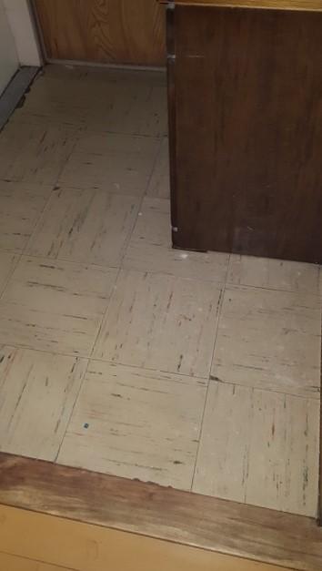 洗面所の床を丈夫に!施工前