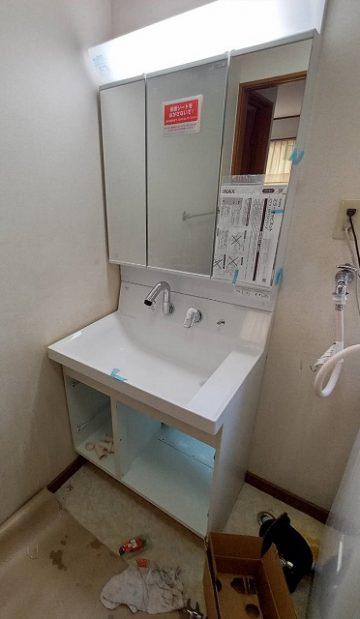 洗面化粧台取替工事 施工中