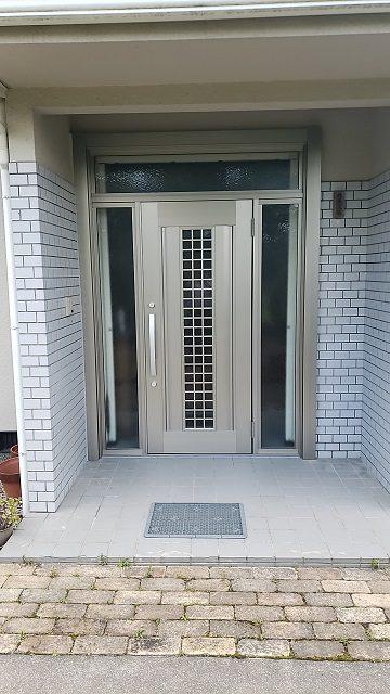 赤穂市 大きな玄関ドアを取替!