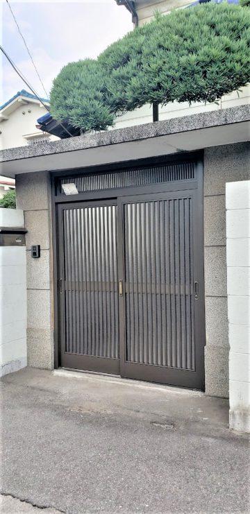 姫路市 木製門戸をアルミに入替え