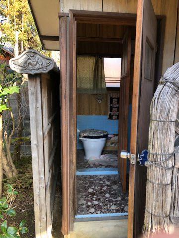 姫路市 役目を終えた外トイレ