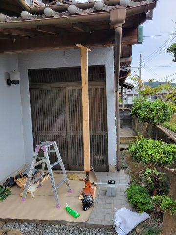 玄関庇柱交換